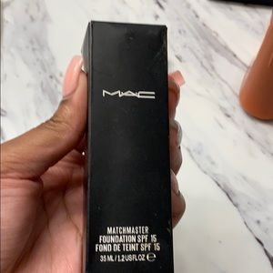 MAC foundation 🔴Sale🔴 NEVER used not my shade